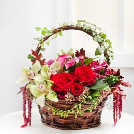Wonderful Flower Arrangement in Basket, Wonderful Flower Arrangement in Basket