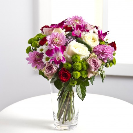 Round bouquet in pink and white colours, Round bouquet in pink and white colours