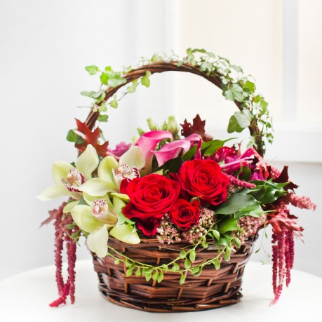 Wonderful Flower Arrangement in Basket, Wonderful Flower Arrangement in Basket