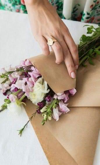 Por quê oferecer flores frescas em vez de flores artificiais?