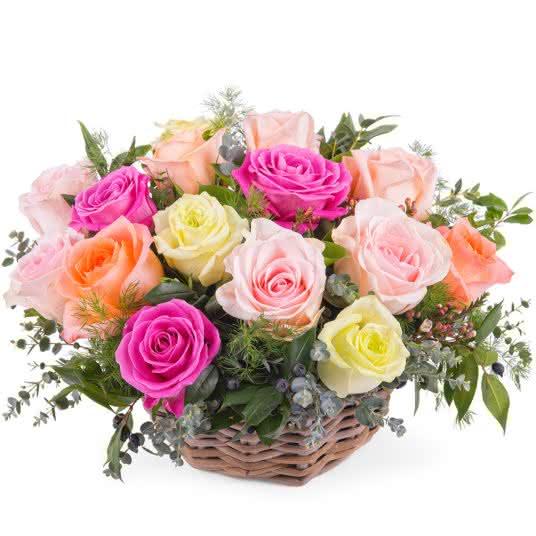 Centro de rosas multicor para pessoas mais velhas