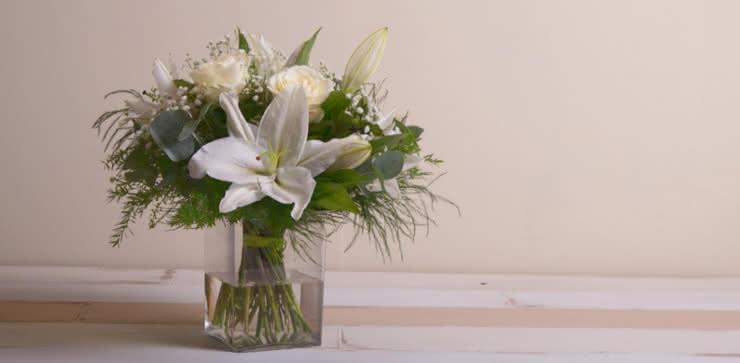 Enviar rosas e liliums ao domicílio