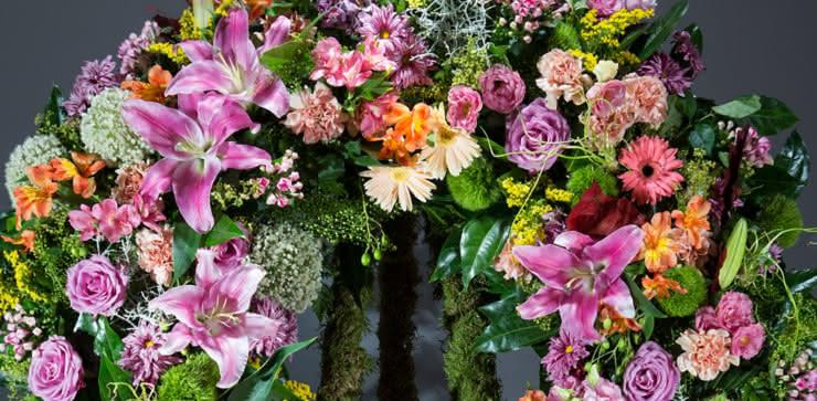 Enviar coroa de flores para um funeral ao velorio