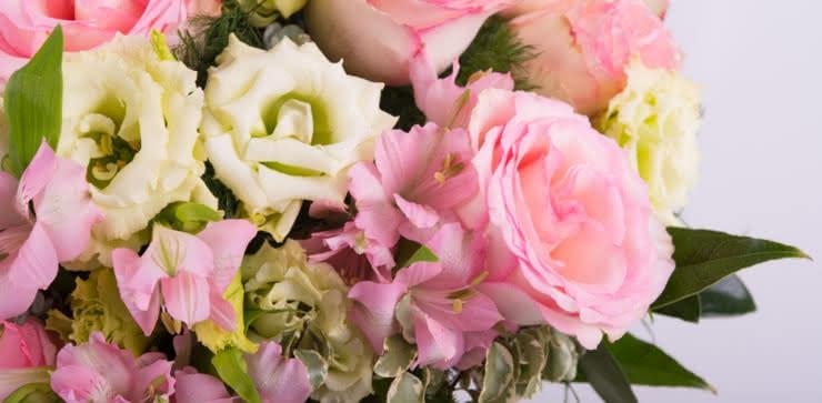 Enviar rosas e lisianthus ao domicílio