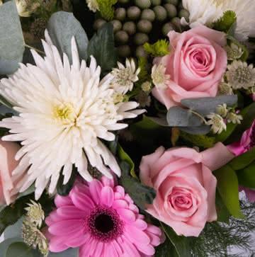 Enviar arranjo de rosas e gerberas cor-de-rosa